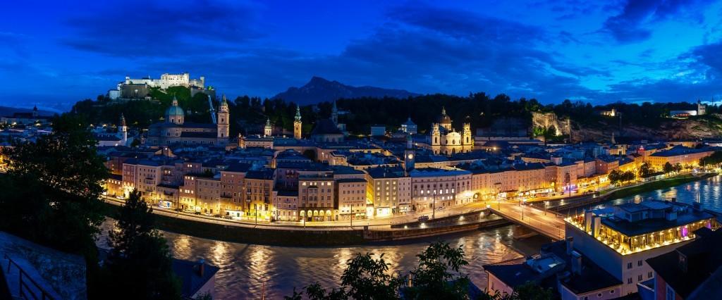 Sehenswürdigkeiten Salzburg, Panoramablick vom Kapuzinerberg auf die Salzburger Altstadt und auf die Festung Hohensalzburg